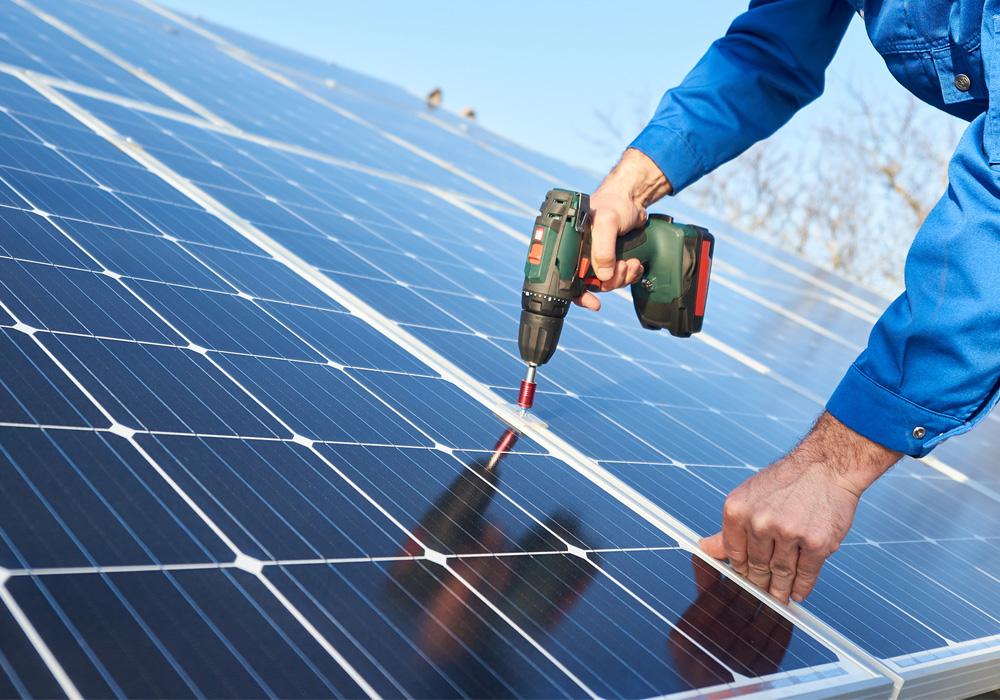 Aurinkopaneelien asennus luotettavasti ja ammattitaidolla