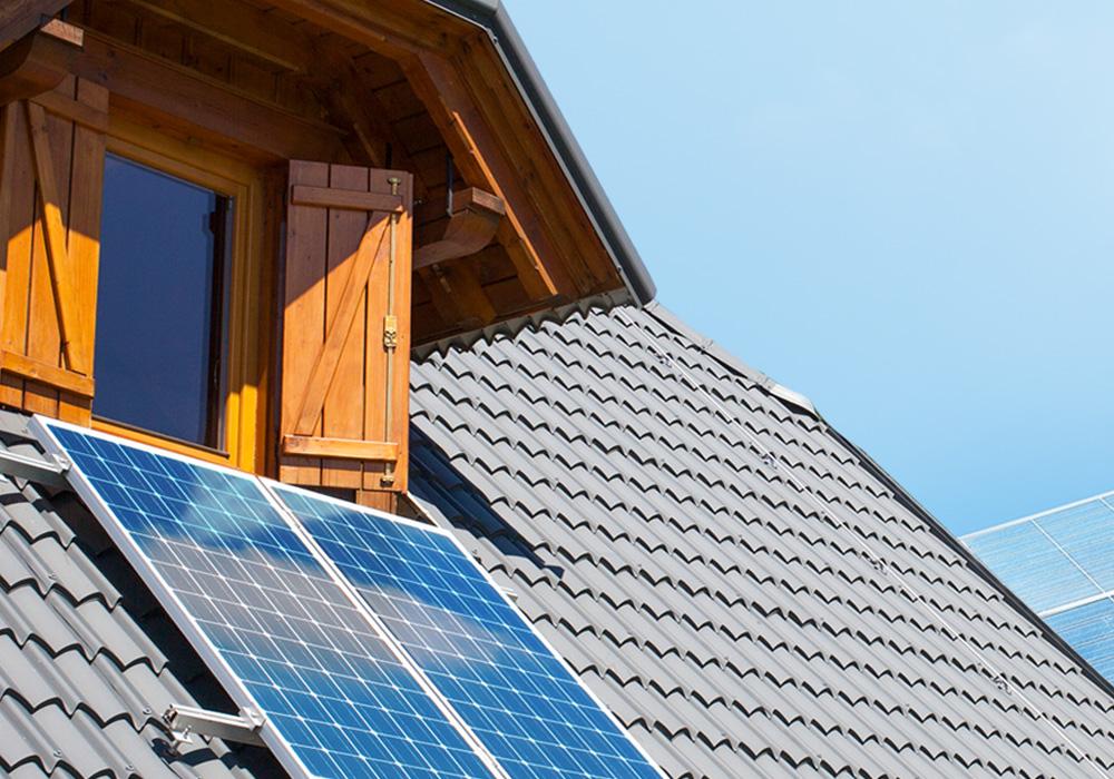 Aurinkopaneelit kesämökille
